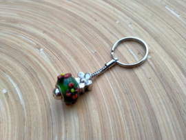 Groen met rode bloem p-style sleutelhangertje aan RVS Pandora sleutelring