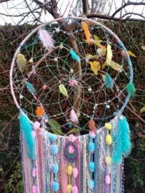 Regenboog dromenvanger in zachte pasteltinten. Maat XL