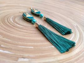 Turquoise oorbellen met  handgemaakte Tibetaanse kralen