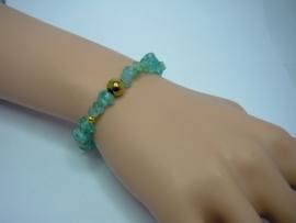 Armbandje van  turquoise spitkralen