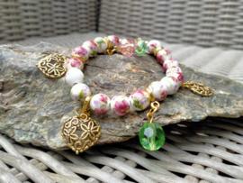 Geregen bloemenarmband van keramiek