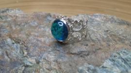 Lichtblauwe filigraan strass ring. Verstelbaar