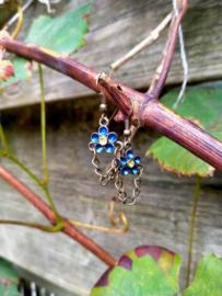Bronskleurige met blauwe bloem oorbelletjes
