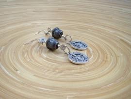 Grijze keramieke oorbellen