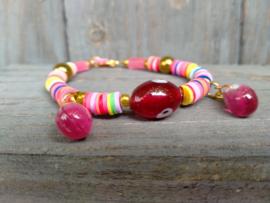 Katsuki armbandje met roze en rode glaskralen