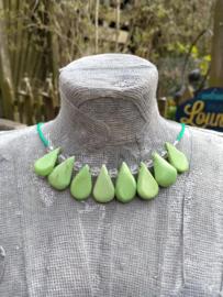 Groene spangketting van keramiek druppels, en AB glas bicones