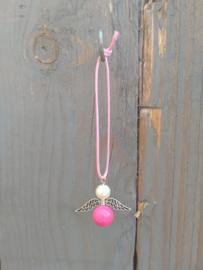Roze met wit beschermengeltje