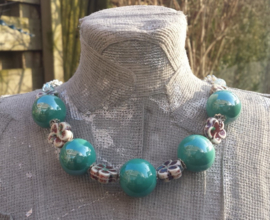 Turquoise/groene ketting van keramiek