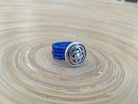Koningsblauwe wire ring. Maat 17.5