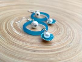 Blauwe oorbellen van glasringen