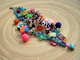 Armband met vrolijke kleurtjes