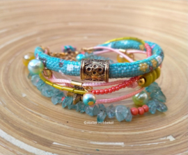 Armband met rood/roze, turquoise en zachtgeel Dreams koord.