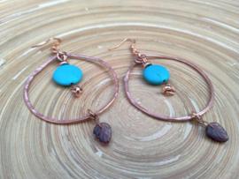 Koperkleurig en turquoise hamering oorringen/creolen