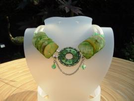 Groene schelpenketting