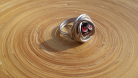 Wire ring met zwart/rode Murano glaskraal
