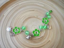 Groen geketteld armbandje