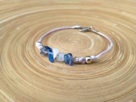 Lavendel/lila armbandje met splitkralen