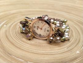 Horloge met champagne- en olijfgroene glaspareltjes