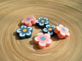 Blauwe fimo bloemkraal