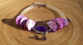 Ketting met paarse schelpschijven