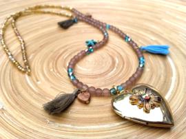 Ketting in bruin en blauwe ibiza tinten met groot hart