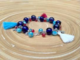 Glaskralen armband in blauw, wit en rood