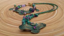 Turquoise/groen, paarse ketting met adelaar tussenzetsel
