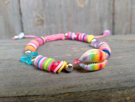 Rainbow armbandje met katsuki kraaltjes en kauri schelpje