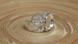 Verstelbare filigraan ring voor een cabochon of similie plaksteen