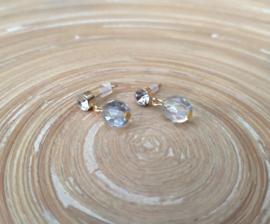 Goudkleurige oorstekers met strass en facet geslepen glas bicones met AB