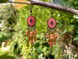 Bohemian style oorbellen in mat rood