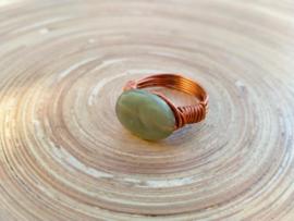 Wire ring in aventurijn groen en koper. Maat 17.5