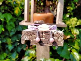 Lila enkelbandje met kauri schelpje