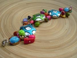 Armband met vrolijke ornamenten