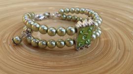Olijfgroene glasparel-armband