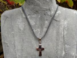 Grijs suede ketting met RVS kruis