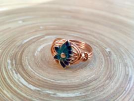 Koperkleurige ring met lotusbloem