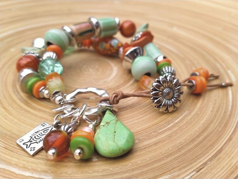Armband in de herfstkleuren groen en oranje