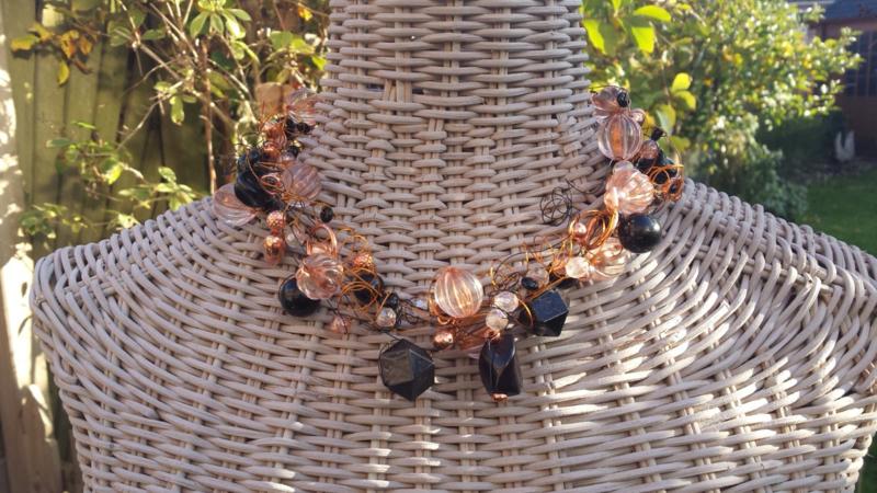 Crinkle ketting  in zwart met rosé-goudkleur