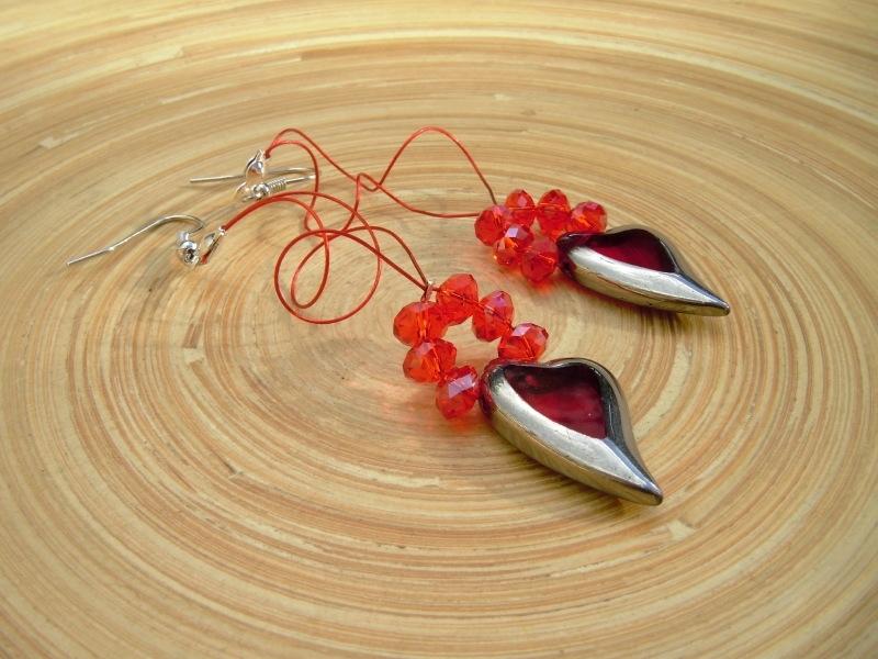 Oorbellen met rode glasrondellen