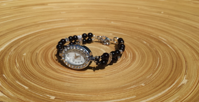 Zwart/zilvertint horloge met glaspareltjes