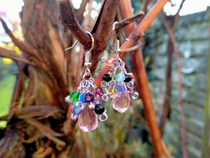 Oorbellen met gekleurde glas bicones