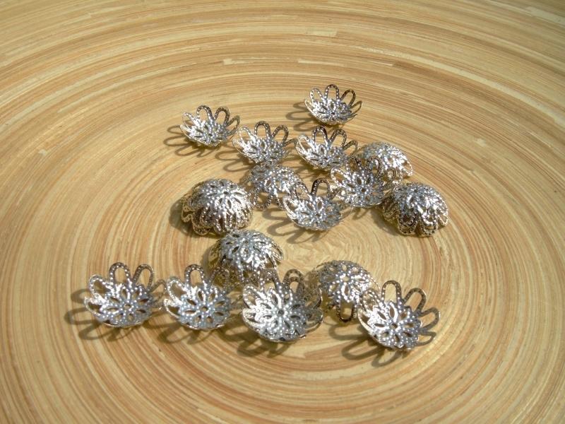15 zilverkleur filigraan kralenkapjes  15mm