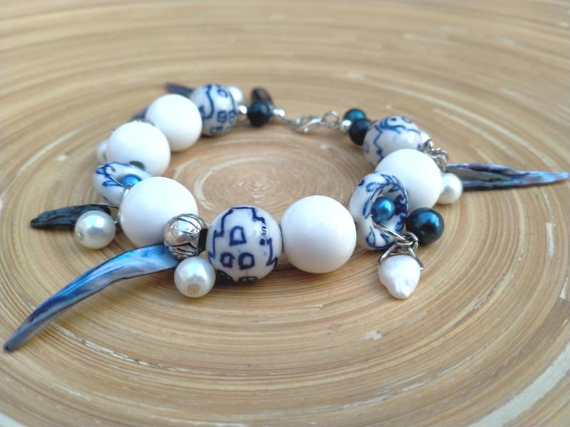 Delfts blauwe armband met schelp kralen en parels