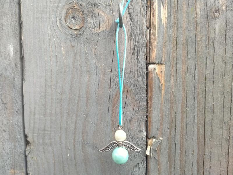 Turquoise/wit beschermengeltje