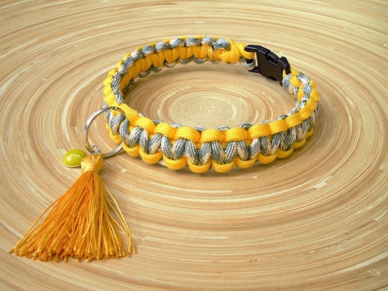 Hondenhalsband met geel kwastje