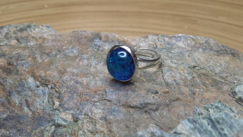 Donkerblauwe strass ring
