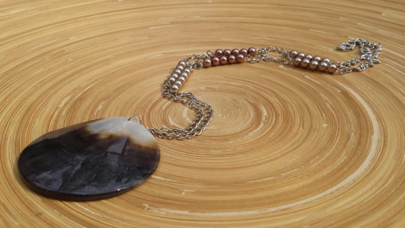 Handgemaakte lange gekettelde bruin/beige glaspareltjes ketting