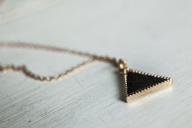 "Korte Ketting ""Black Leather Triangle"""