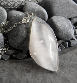 "Ketting ""Cracked Rose Quartz"""